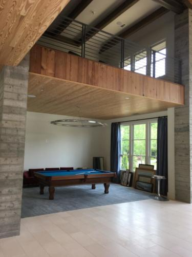 COLUMNS - POOL TABLE